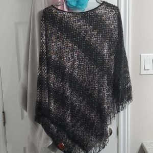 BN with tags Missoni poncho